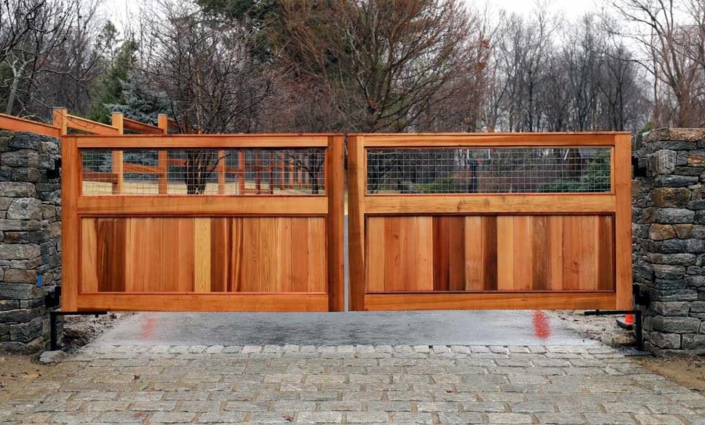 custom-cedar-wooden-driveway-automated-gate