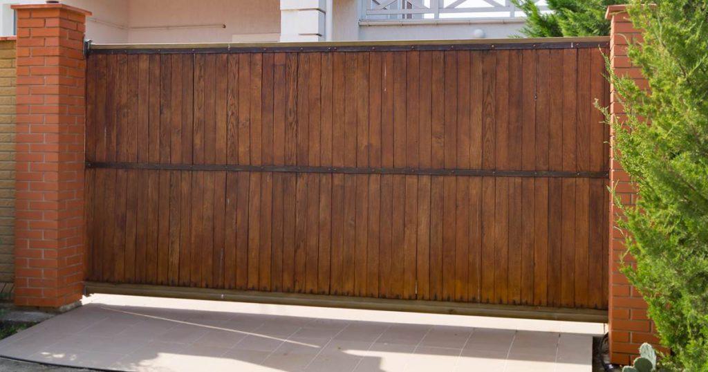 P Custom Built Wood Driveway Gates